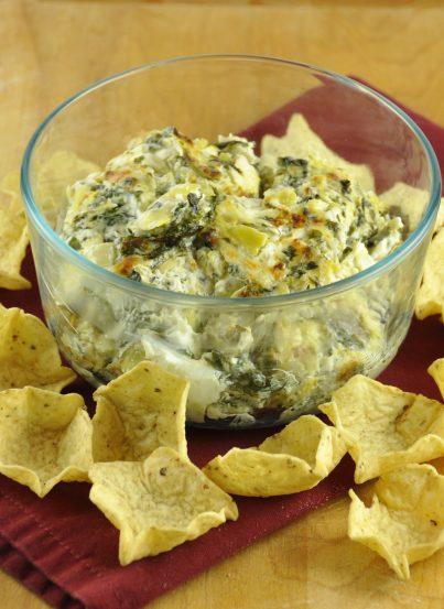 Cheesy Baked Spinach Artichoke Dip