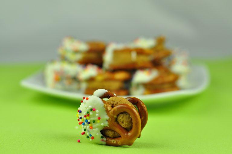 White Chocolate Biscoff Pretzel Bites | Wishes and Dishes