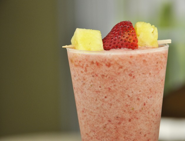 Strawberry Pineapple Smoothie Recipe (Dairy Free)