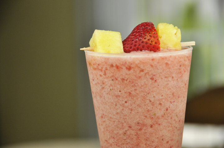 Easy vegan, gluten-free, Dairy-Free Strawberry Pineapple Smoothie is a healthy alternative for breakfast and so easy to make!