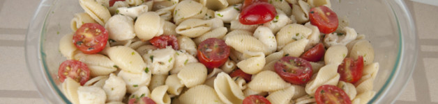 Caprese Pasta Salad Recipe that is great for any BBQ or party where you need to feed a crowd. Easy!