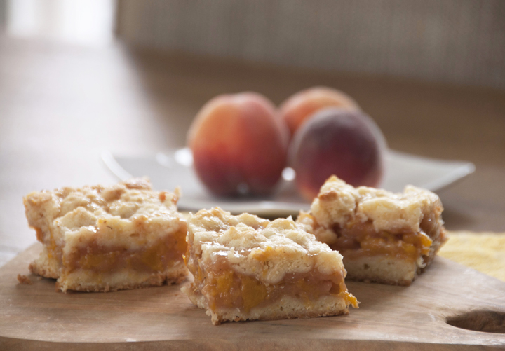 Peach Crumb Bars Recipe made from fresh peaches