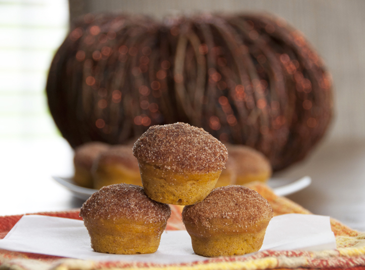 Cinnamon Sugar Mini pumpkin donut muffins recipe which are baked and then coated in a cinnamon-sugar mixture. They taste just like a pumpkin doughnut!