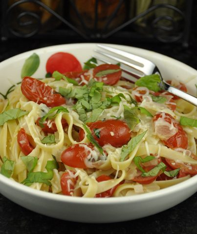 20 Minute One Pot Pasta with Fresh Tomatoes and Basil Recipe. Healthy and light!
