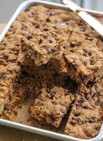 Dark Chocolate and Oatmeal Cookie Bars Recipe. Healthy!