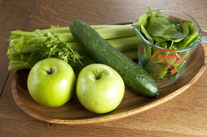 Green-Juice-in-a-Blender-No-Juicer-Required Recipe.  You don't need a juicer to juice vegetables.  Just use a blender and strain.
