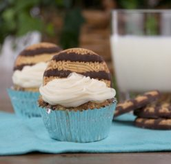 Keebler Fudge Stripe Cookie Cupcake Recipe www.wishesndishes.com