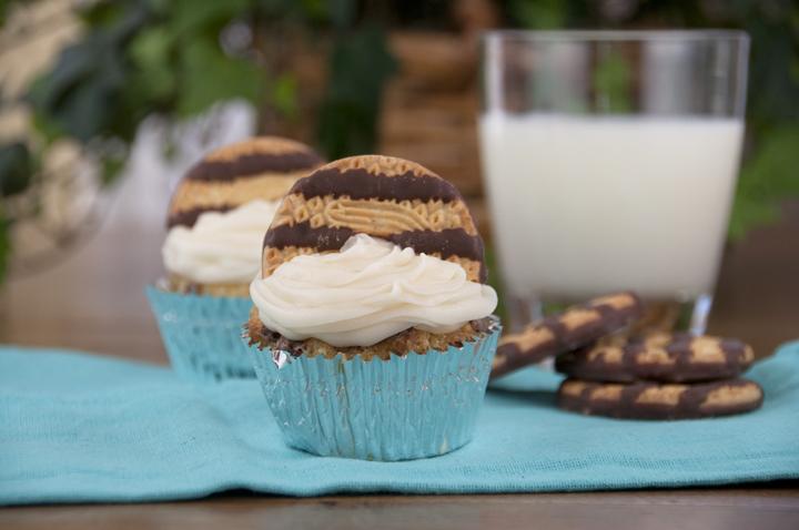 Keebler Fudge Stripe Cookie Cupcake Recipe www.wishesndishes.com