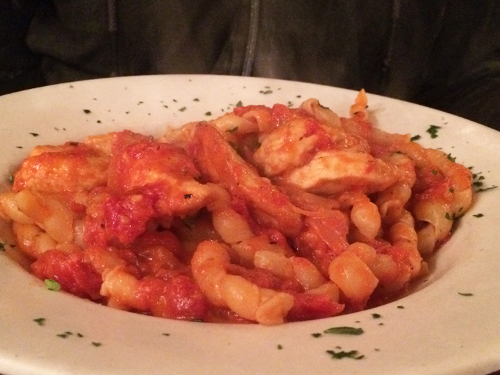 Review for the best Italian restaurants and best bakery: Giacomo's, Panza, and Mike's Pastry located in the North End Little Italy on Hanover street.