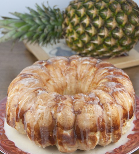 This pineapple and coconut Hawaiian bubble bread (pull-apart bread, or monkey bread) is one of the easiest and best tasting recipes for breakfast, brunch, snack, or dessert!