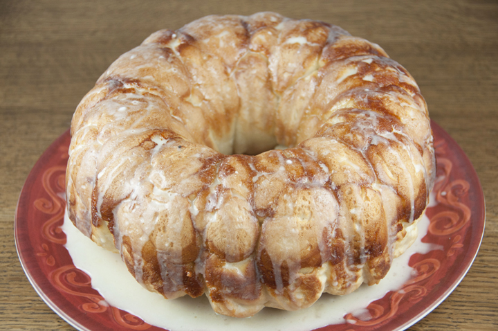 Easy pineapple and coconut Hawaiian bubble bread (pull-apart bread, or monkey bread) is one of the easiest and best tasting recipes for breakfast, brunch, snack, or dessert!