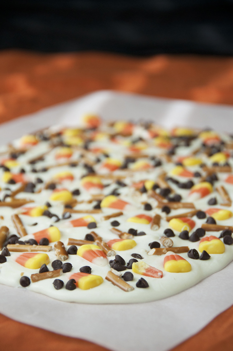 Candy Corn White Chocolate Bark made with pretzels, chocolate chips, and candy: fun dessert for Halloween!