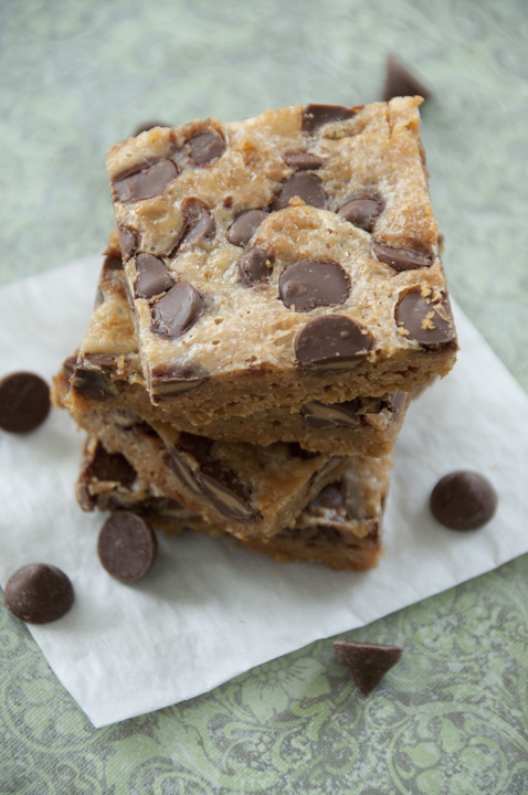Delicious Chocolate Peanut Butter Cookie Bars that are great for the holidays or to give as a gift to someone. Everyone will love these and they are simple to make!