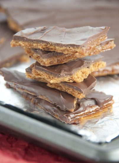 This recipe for graham cracker toffee is super easy to make and delicious. This will become a new holiday dessert tradition in my house!