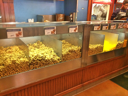 Garrett Mixed Nut Popcorn in Navy Pier, Chicago