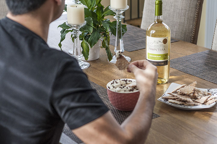 Frontera Sauvignon Blanc wine and Easy Cannoli Dip recipe made with just 6 ingredients is a deconstructed version of an Italian cannoli in a sweet, creamy dessert dip form that you're sure to love for any party or Christmas!