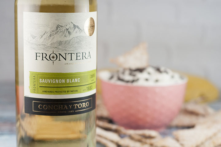 Frontera Sauvignon Blanc wine and Easy Cannoli Dip recipe made with just 6 ingredients is a deconstructed version of an Italian cannoli in a sweet, creamy dessert dip form that you're sure to love!