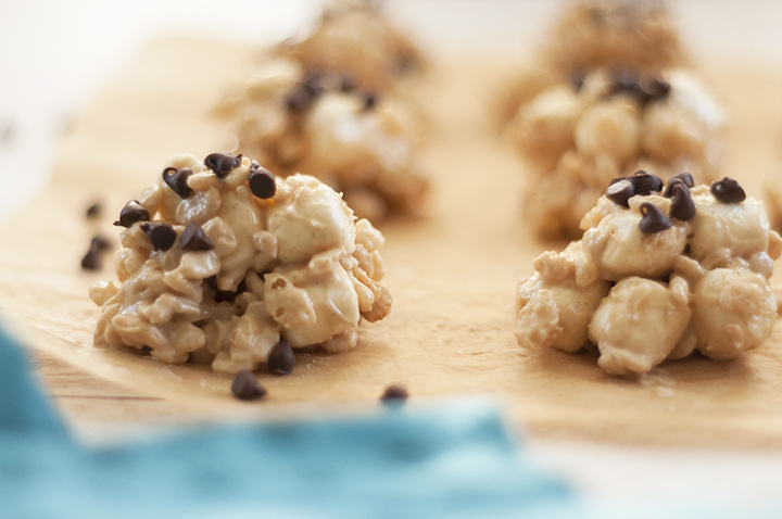 No-Bake Avalanche Cookies are made with Rice Krispies cereal, marshmallows, creamy peanut butter, and white chocolate for the ultimate easy cookie recipe! They make for a great gluten-free holiday dessert!
