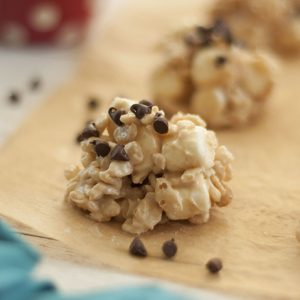 No-Bake Avalanche Cookies are made with Rice Krispies, marshmallows, creamy peanut butter, and white chocolate for the ultimate easy cookie recipe! They make for a great gluten-free holiday dessert!