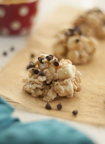 No-Bake Avalanche Cookies are made with Rice Krispies,marshmallows, creamy peanut butter, and white chocolate for the ultimate easy cookie recipe! They make for a great gluten-freeholiday dessert!