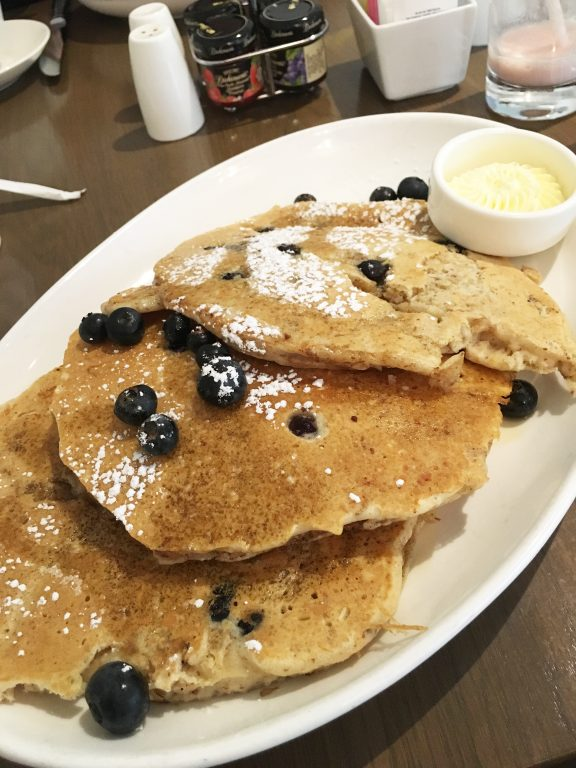 Blueberry-Pancakes-Delmonte-Spa-Lodge-Hotel-Review-Erie-Grill-Babymoon