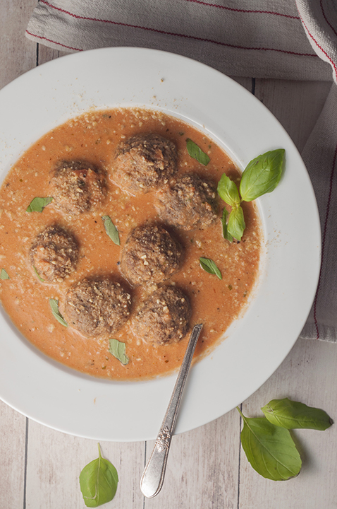 Tomato Basil Bisque with Italian Meatballs is a smooth, rich bisque or soup recipe for a comforting fall dinner idea!