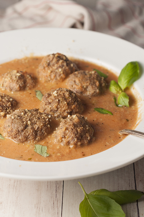 Tomato Basil Bisque with Italian Meatballs is a smooth, rich bisque recipe for a comforting fall dinner idea!
