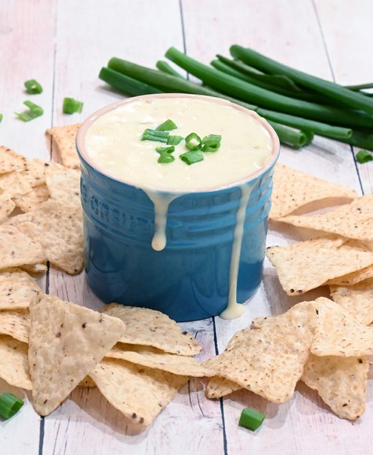 White Queso Dipa creamy cheese dip is the perfect, easy appetizer recipe that contains just 5 ingredients and is ready in under 10 minutes!