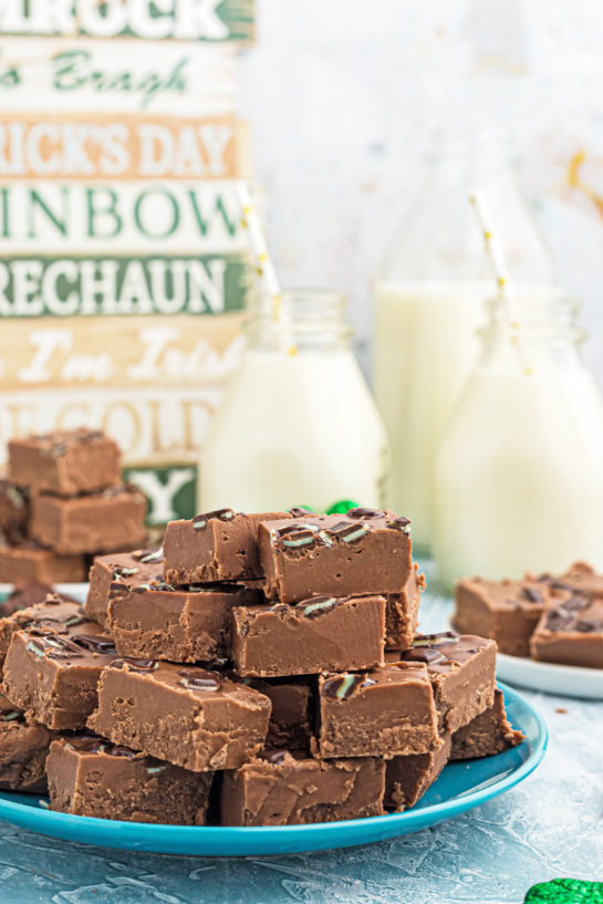 An easy recipe for Andes Mint Fudge!Rich, mint chocolate flavored Andes fudge will quickly become one of yourfavoritefudge recipes!