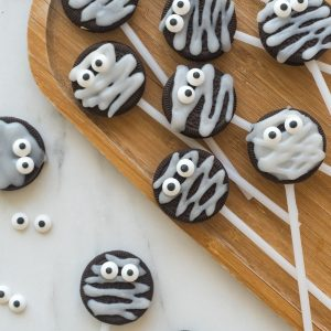 TheseHalloween Mummy Oreo Pops are adorable and so easy to make! With just a few ingredients and a fun time decorating, you will have these super cute treats that kids will love!