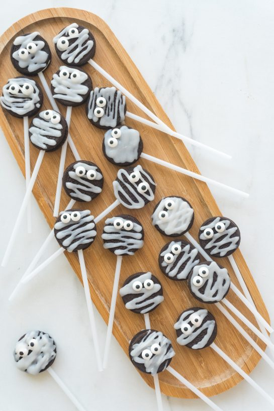 TheseHalloween Mummy Oreo Pops are adorable and so easy to make! With just a few ingredients and a fun time decorating, you will have these super cute treats that kids of all ages will love!